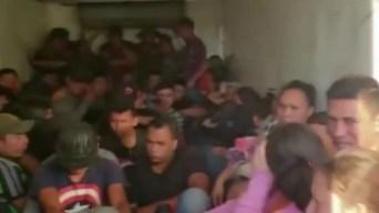 Rescatan a 62 migrantes que viajaban en camión a punto de asfixiarse