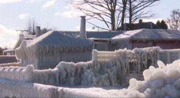 La casa de playa congelada, donde todo se convirtió en hielo