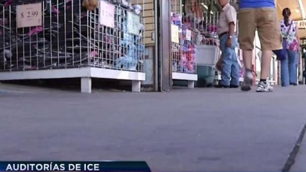 Migración investiga negocios en Arizona