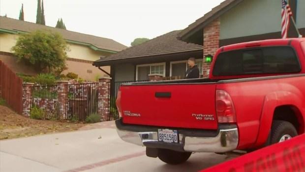 Oficiales acordonan casa del sospechoso del tiroteo en Thousand Oaks