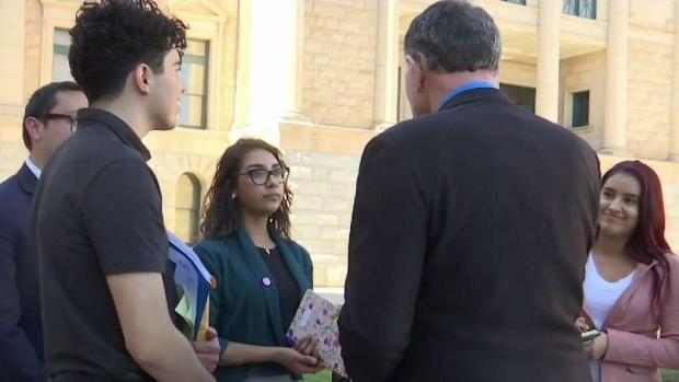 [TLMD - AZ] Dreamers piden colegiaturas más bajas en Arizona