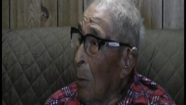 [TLMD - NATL] 105 años, sobreviviente más longevo de Pearl Harbor va al gimnasio