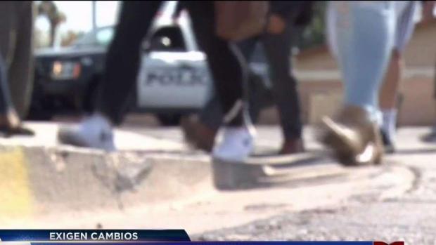 Estudiantes caminan en honor a víctimas de Florida
