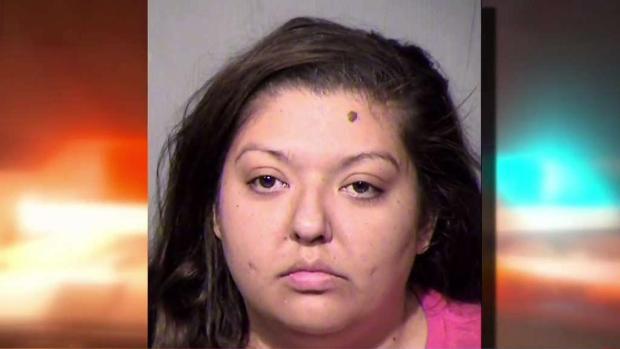 [TLMD - AZ] Policía: madre golpea a su hijo por no vigilar mientras robaba