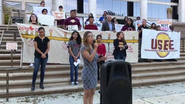 [TLMD - AZ] Jóvenes  de DACA protestan ante la Corte
