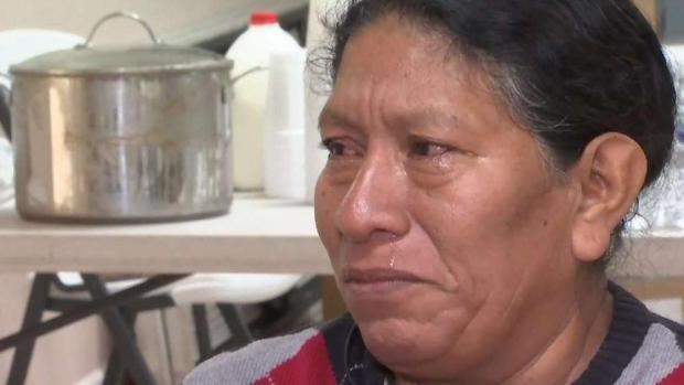 Madres e hijos migrantes llegan a iglesia de Phoenix