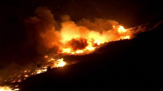 Incendio de California alcanza Los Ángeles; evacúan la ciudad