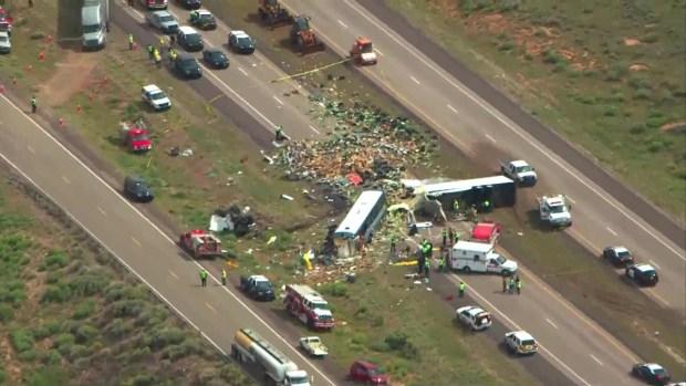 [TLMD - AZ] Choque entre autobús Greyhound y otros vehículos deja víctimas en Nuevo México