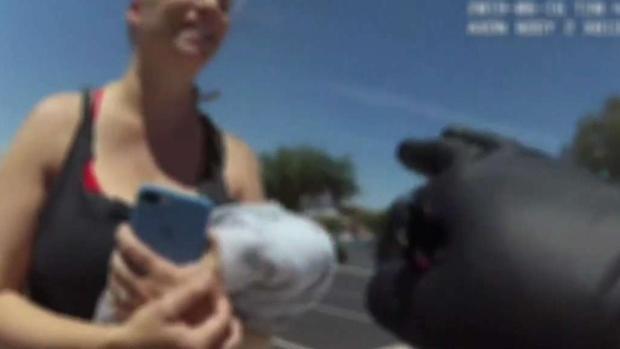 [TLMD - AZ] Nuevo video de madre que dejó a bebe en auto