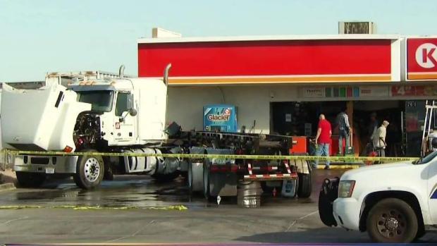 [TLMD - AZ] Provoca choque fuga de combustible en calle 7 y Broadway