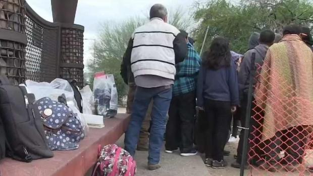 [TLMD - AZ] Prohíben a migrantes liberados en Phoenix esperar en central de autobús