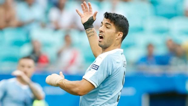 El cabezazo de Suárez que casi fue gol