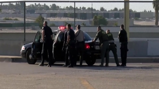 Sospechoso desata lluvia de balas en plena autopista de California