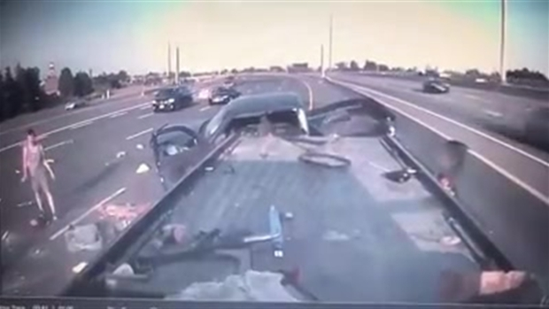 Video de impactante choque en autopista de Toronto