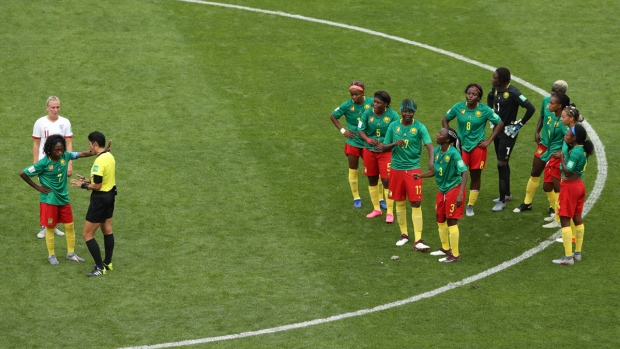 Camerún estalla en bronca