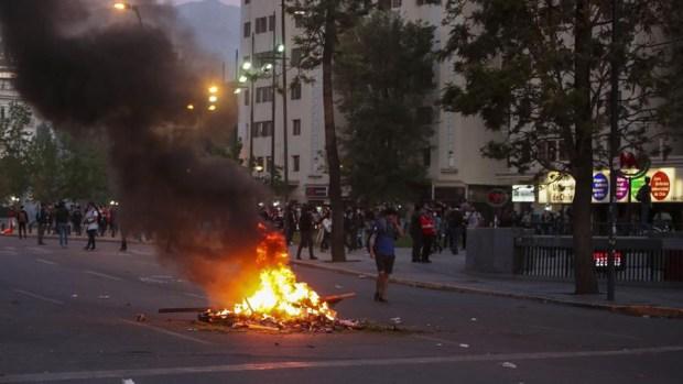 Estado de emergencia tras disturbios en capital chilena