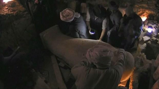 Sorpresa en el sarcófago: hallan una momia de 2,500 años