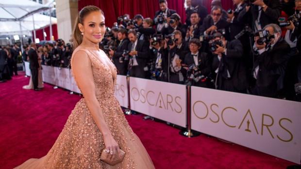 JLo, entre quienes presentarán los Premios Oscar