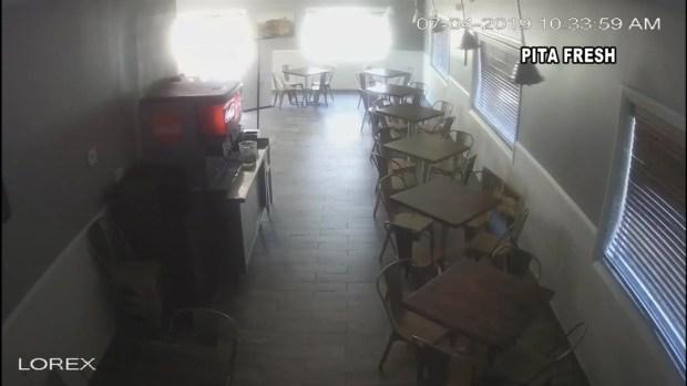 Momentos de angustia y tensión en un restaurante durante temblor