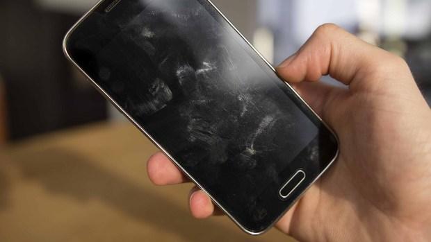 [TLMD - LV] Más sucio que un inodoro: los peligros del teléfono celular
