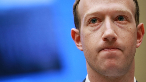 Histórico día: Facebook se desploma y Mark Zuckerberg cae en la lista de los más ricos