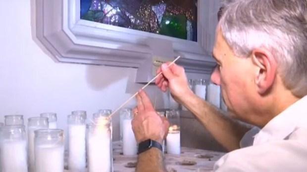 [TLMD - LV] Gobernador de Texas prende vela a la virgen tras masacre