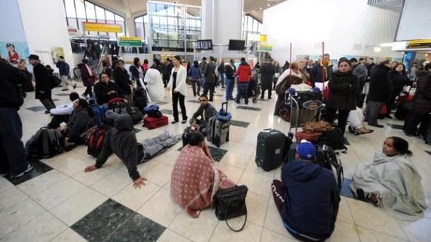 Video: Cancelan vuelos por mal tiempo