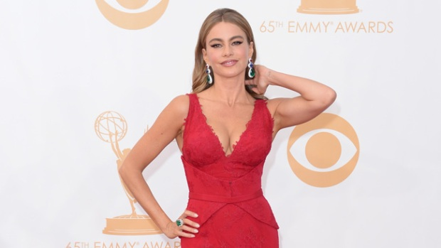 Video: Sofía Vergara deslumbra en los Emmy