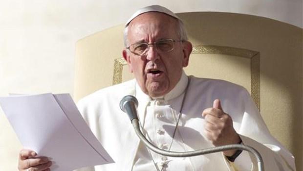 Video: Papa reza por los migrantes explotados
