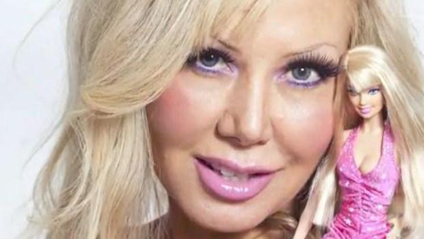 Video: Barbie humana desea ser hueca