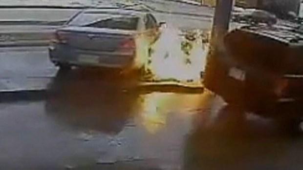 Video: Video: Insólito choque en gasolinera