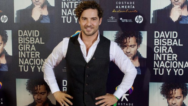 Video: David Bisbal busca fans en el armario