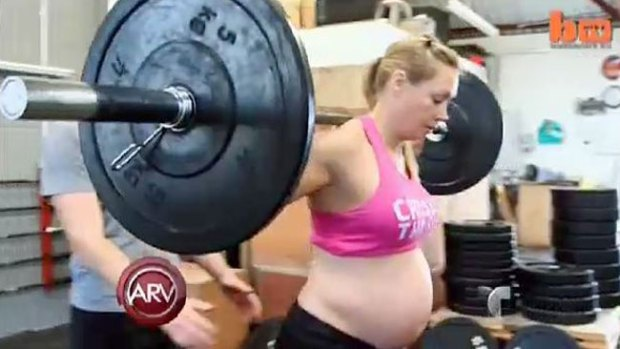 Video: Embarazada se machaca en el gimnasio