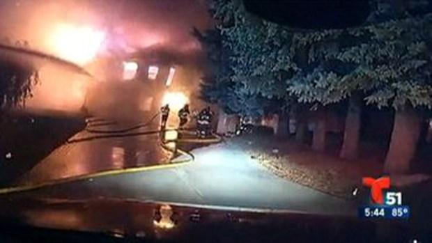 Video: Voraz incendio derrumba una casa
