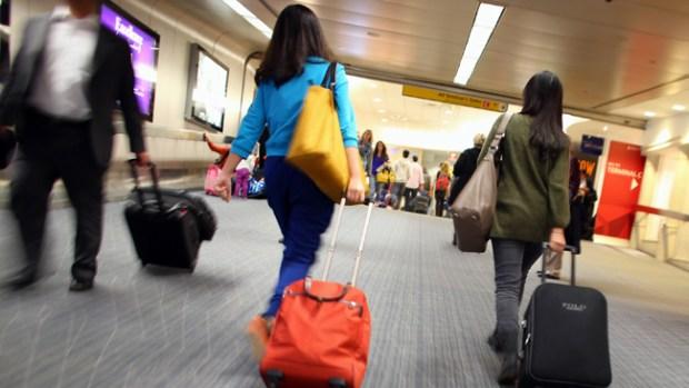 Video: Hombre apuñala a 11 en un aeropuerto