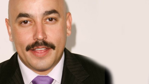 Video: Lupillo sufre accidente por culpa de fan