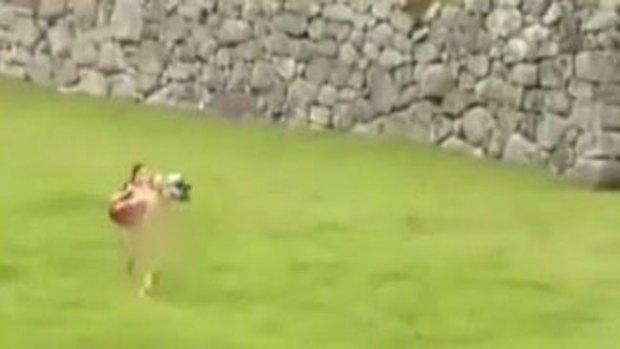 Video: Turistas desnudos en Macchu Picchu