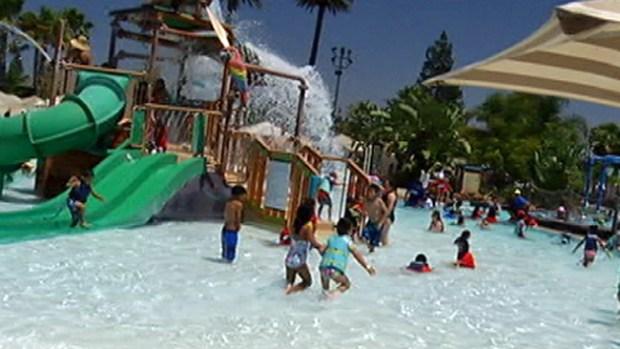 """Video: De viaje por el parque acuático """"Splash"""""""