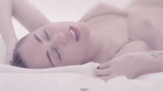 Video: Miley Cyrus: ardiente en su nuevo video