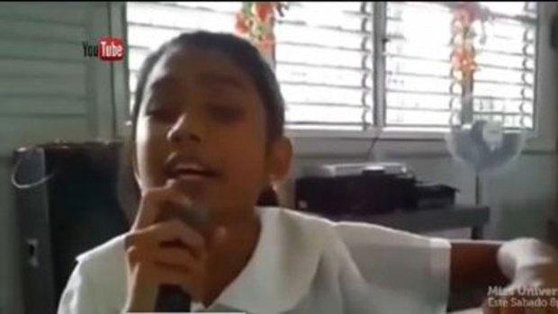 Video: Niña ciega canta como Miley Cyrus