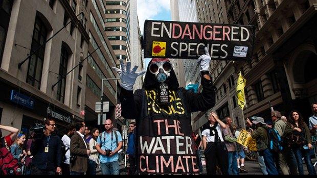 Video: Protestan contra el calentamiento global