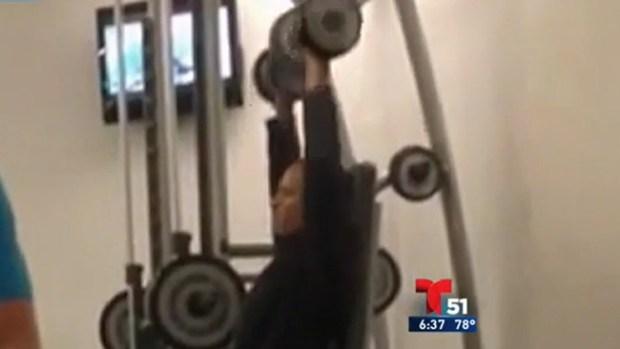 Video: Video: Obama haciendo pesas en hotel