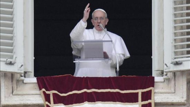 Video: El Papa lava los pies a discapacitados