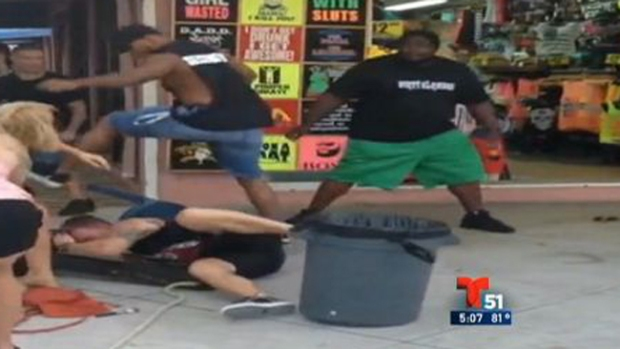 Video: Video: Brutal golpiza en un bar