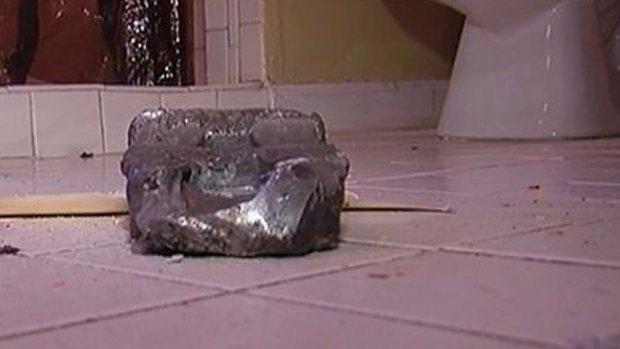 Video: Raro objeto se estrella contra un techo