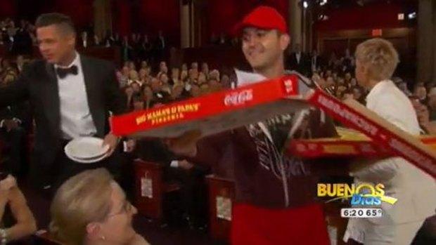"""Video: Gran propina al """"pizzero"""" de los Oscar"""