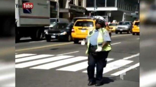 Video: La policía más salsera del mundo