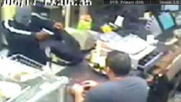 Video: Frustra intento de robo con machete