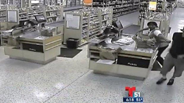 Video: Mira lo que dijo el ladrón antes de robar