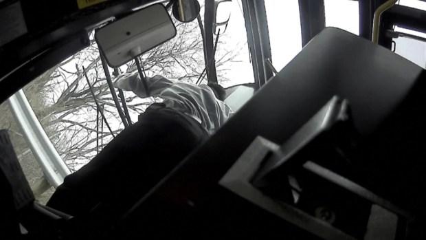 [TLMD - LV] Choque de autobús termina con tres muertos